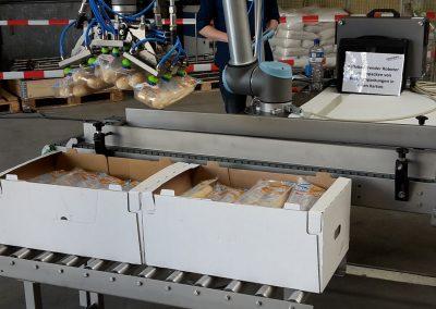 Kollaborierender Roboter zum Einpacken von Folienbeuteln