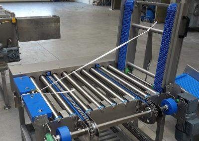 Eckumsetzer von Kette auf Rolle mit angetriebenem Modulband als Klappstück