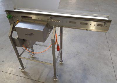 Modulbandförderer als Einlaufband für Air Liquide Drehtrommel Zip-Roll-Froster, Einsatztemperatur -70°C